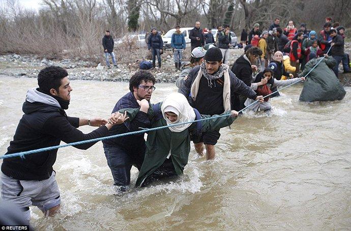 Πρόσφυγες ποταμός1
